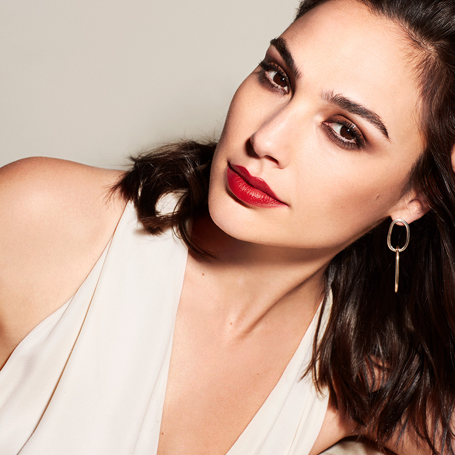 revlon super lustrous lipstick gal gadot beauty collection hero 1x1